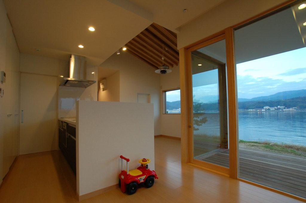 美しく切り取られた海・山・空そして天橋立 ただそこにあるものが贅沢に感じられる家