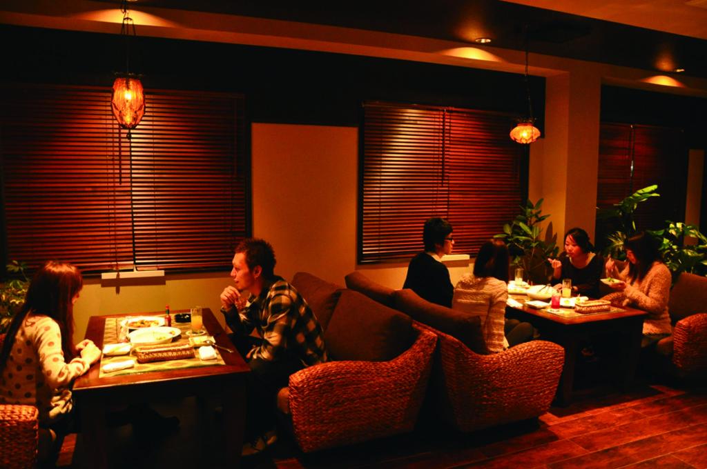 豊岡市にあった喫茶店をアジアンリゾートをテーマとしたダイニングにリノベーション