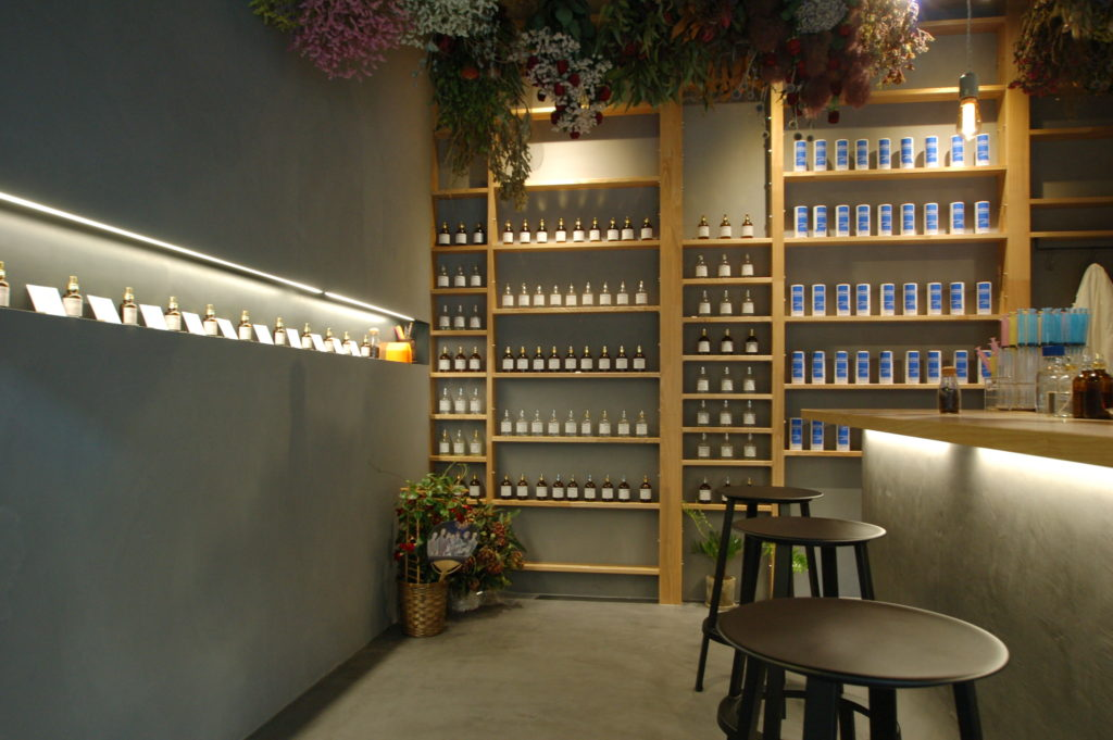城崎温泉に誕生したスタイリッシュな香りの専門店