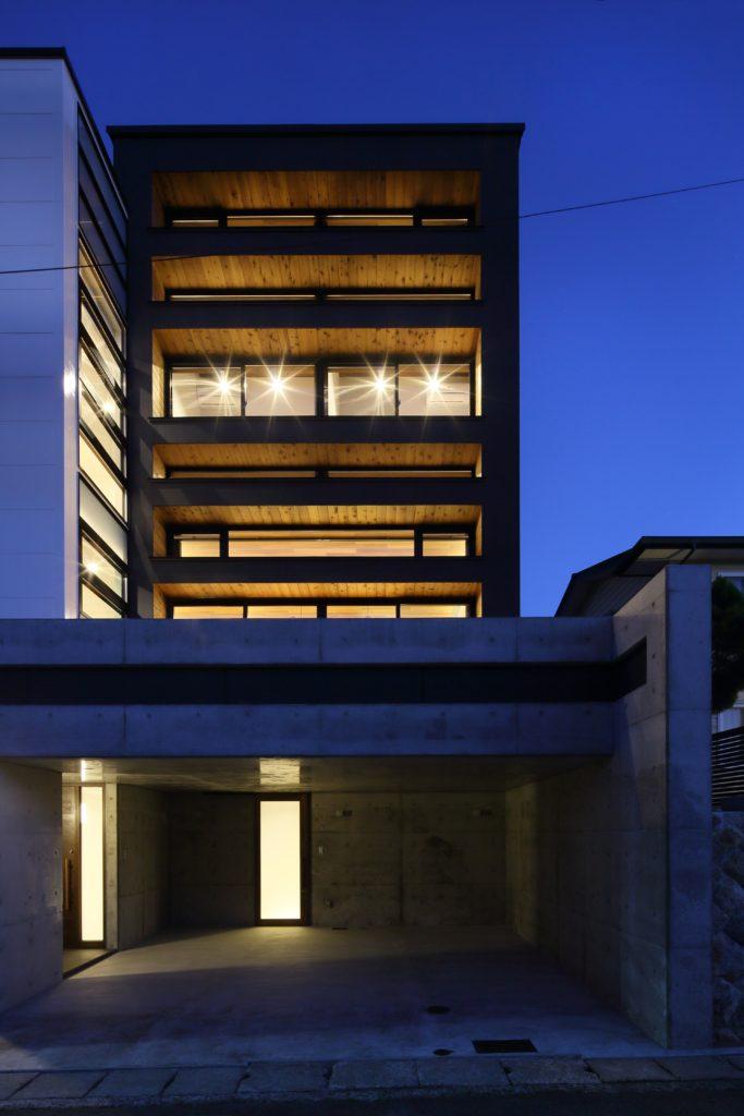小高い丘の上から景色を眺め そして大好きな星空を眺めるホシノテラスが特徴の家