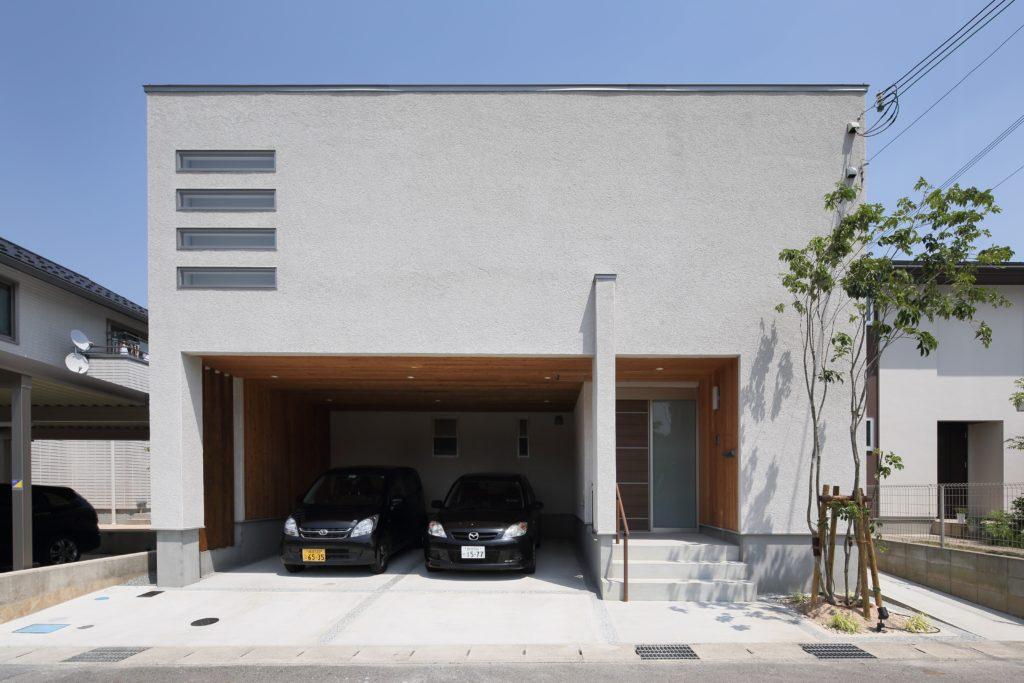 中からと外からの『視角』に配慮しつつ素材の優しさを『視覚』で感じる四角い家
