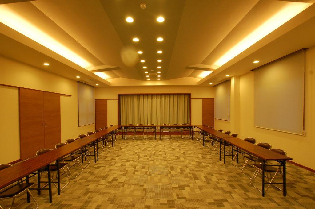 福知山市に完成した自然素材をふんだんに取り入れた印象的なデザインの地区集会所