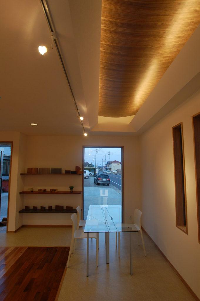 フローリングなどを様々な木質を美しく展示するショールーム